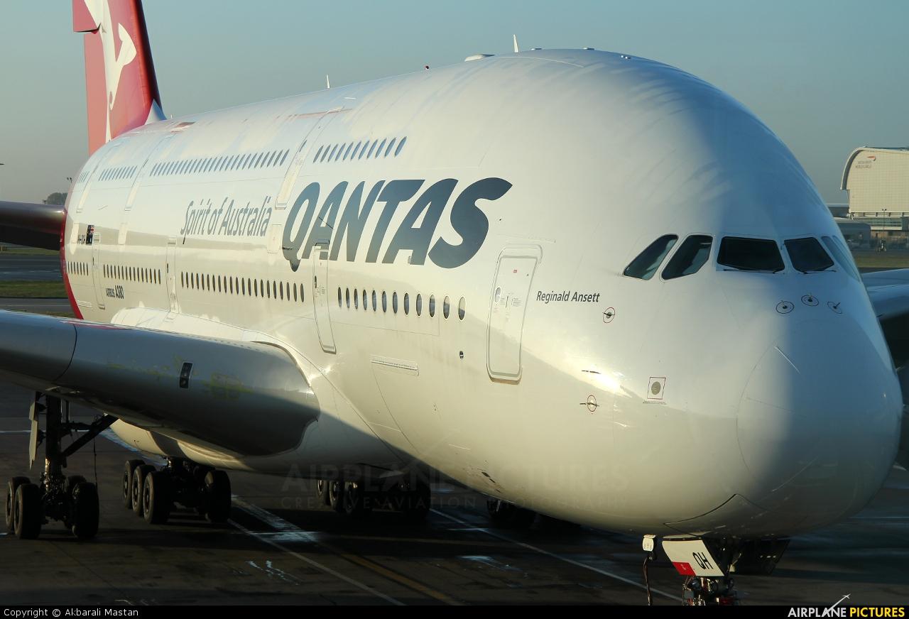 QANTAS VH-OQH aircraft at London - Heathrow