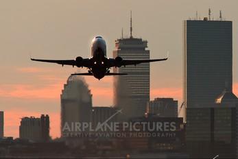- - Delta Air Lines Boeing 737-800