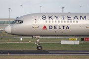 Delta Air Lines N717TW image
