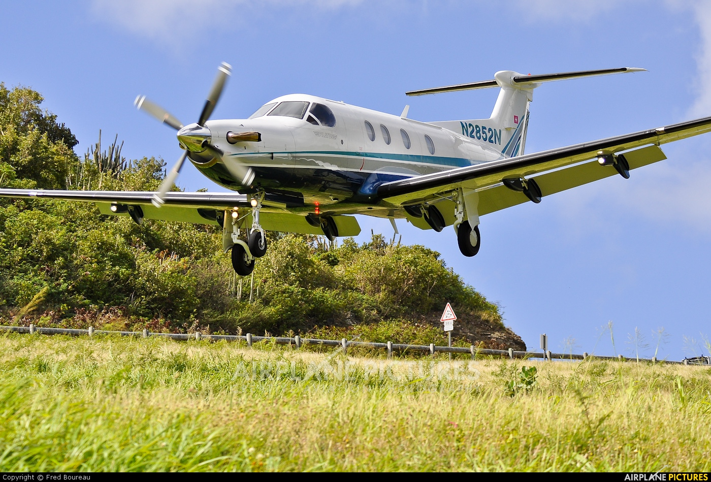 Private N2852N aircraft at Saint-Barthélemy - Gustaf III