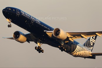 ZK-OKQ - Air New Zealand Boeing 777-300ER