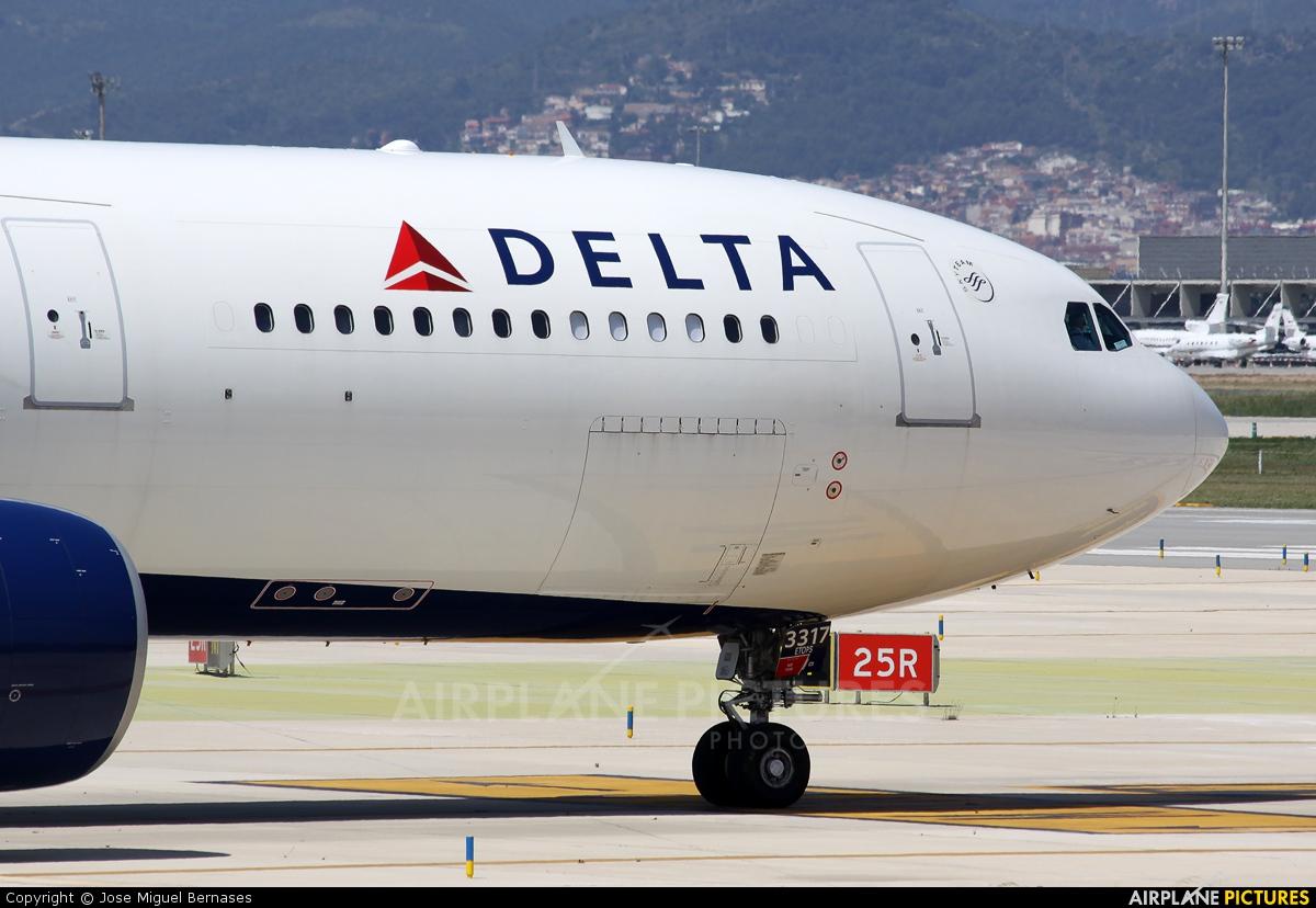 Delta Air Lines N817NW aircraft at Barcelona - El Prat