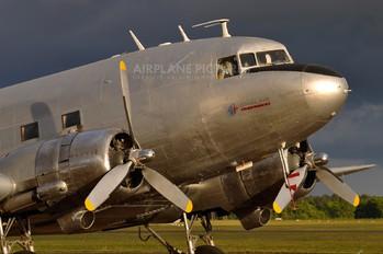 F-AZOX - Dakota sur la Normandie Douglas C-47A Skytrain