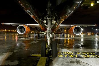 UR-DAF - Donbassaero Airbus A321