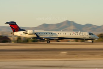 N613QX - Delta Connection - SkyWest Airlines Canadair CL-600 CRJ-701