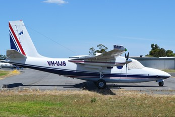 VH-UJS - Private Aero Commander 500