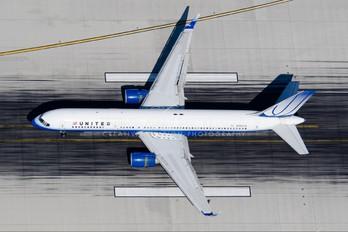 N589UA - United Airlines Boeing 757-200