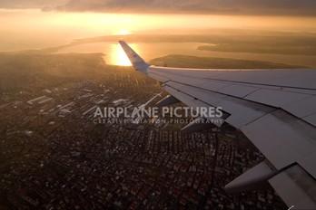 - - KLM Boeing 737-800