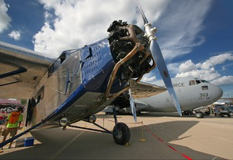 N1077 - Private Ford 4-AT-E Trimotor