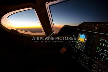 - - Private Hawker Beechcraft 390 Premier