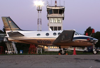N37200 - Hawker Beeechcraft Corp. Beechcraft 90 King Air
