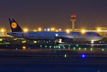 D-AIRY - Lufthansa Airbus A321