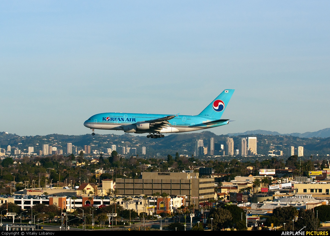 Korean Air HL7611 aircraft at Los Angeles Intl