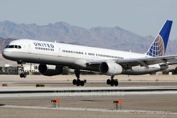 N56859 - United Airlines Boeing 757-300
