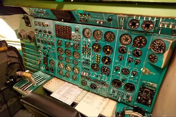 - - Simulator Tupolev Tu-154B