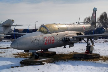 209 - Poland - Air Force PZL TS-11 Iskra