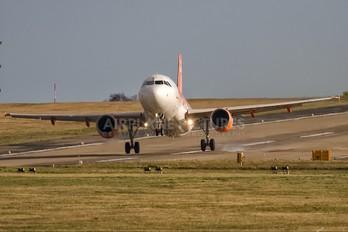 G-EZET - easyJet Airbus A319