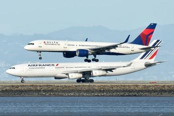 N702TW - Delta Air Lines Boeing 757-200