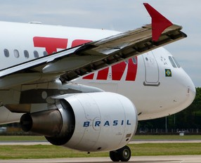 PR-MYA - TAM Airbus A320