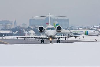 SP-ZSZ - Jet Service Bombardier BD-100 Challenger 300 series