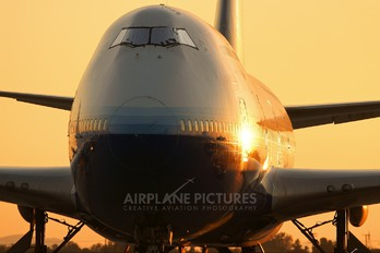 N196UA - United Airlines Boeing 747-400