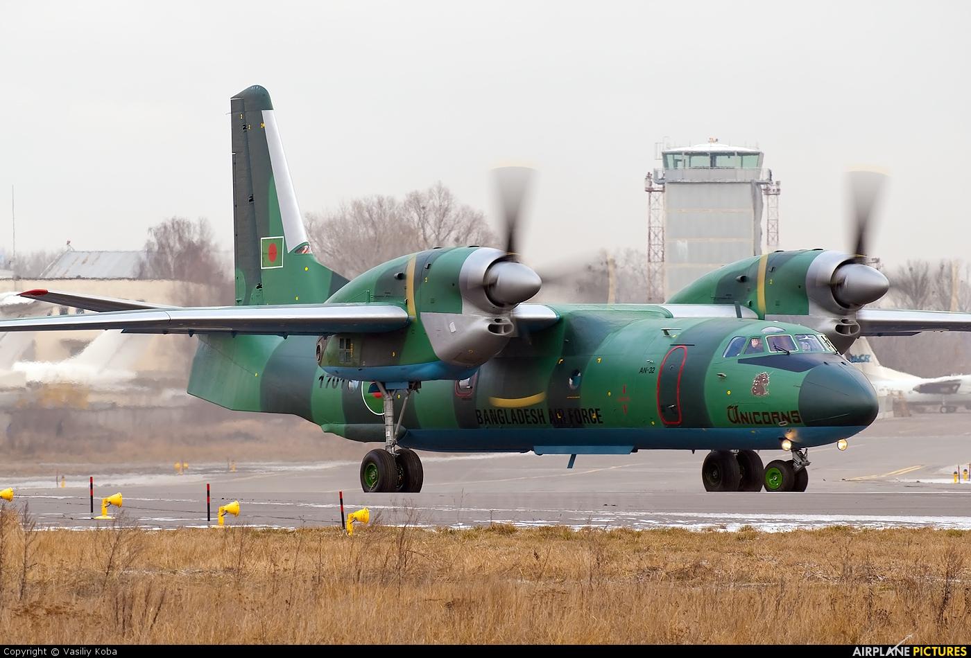 Bangladesh - Air Force S3-ACA aircraft at Kyiv - Zhulyany