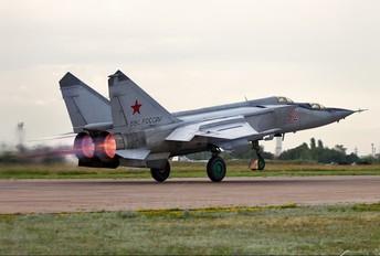 32 - Russia - Air Force Mikoyan-Gurevich MiG-25PU