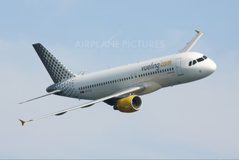 EC-KJD - Vueling Airlines Airbus A320