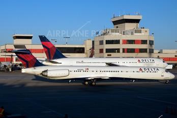 N950DL - Delta Air Lines McDonnell Douglas MD-88