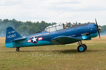 F-AZEF - Private North American Harvard/Texan (AT-6, 16, SNJ series)