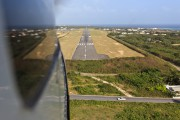 - - - Airport Overview - Airport Overview - Runway aircraft