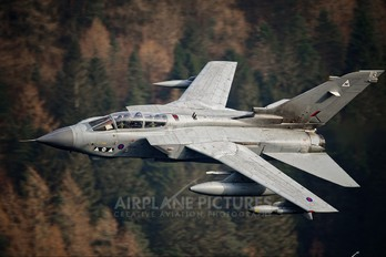 ZD890 - Royal Air Force Panavia Tornado GR.4 / 4A