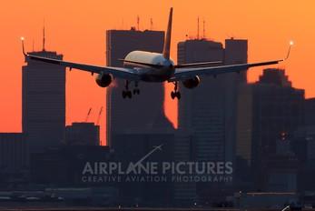 - - Icelandair Boeing 757-200