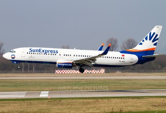 TC-SUI - SunExpress Boeing 737-800