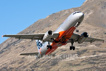 VH-VQU - Jetstar Airways Airbus A320