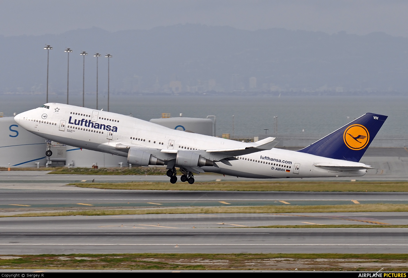 Lufthansa D-ABVH aircraft at San Francisco Intl