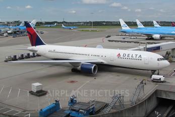 N154DL - Delta Air Lines Boeing 767-300