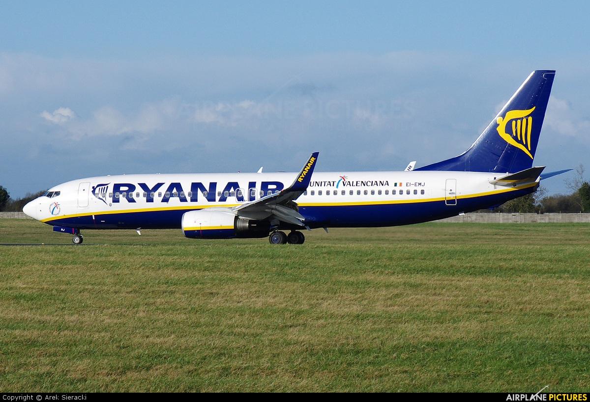 Ryanair EI-EMJ aircraft at Dublin