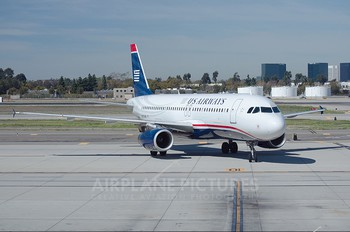 N676AW - US Airways Airbus A320