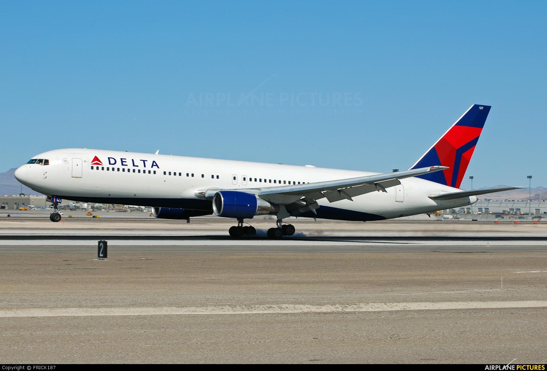Delta Air Lines N127DL aircraft at Las Vegas - McCarran Intl