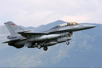 131 - Jordan - Air Force General Dynamics F-16B Fighting Falcon