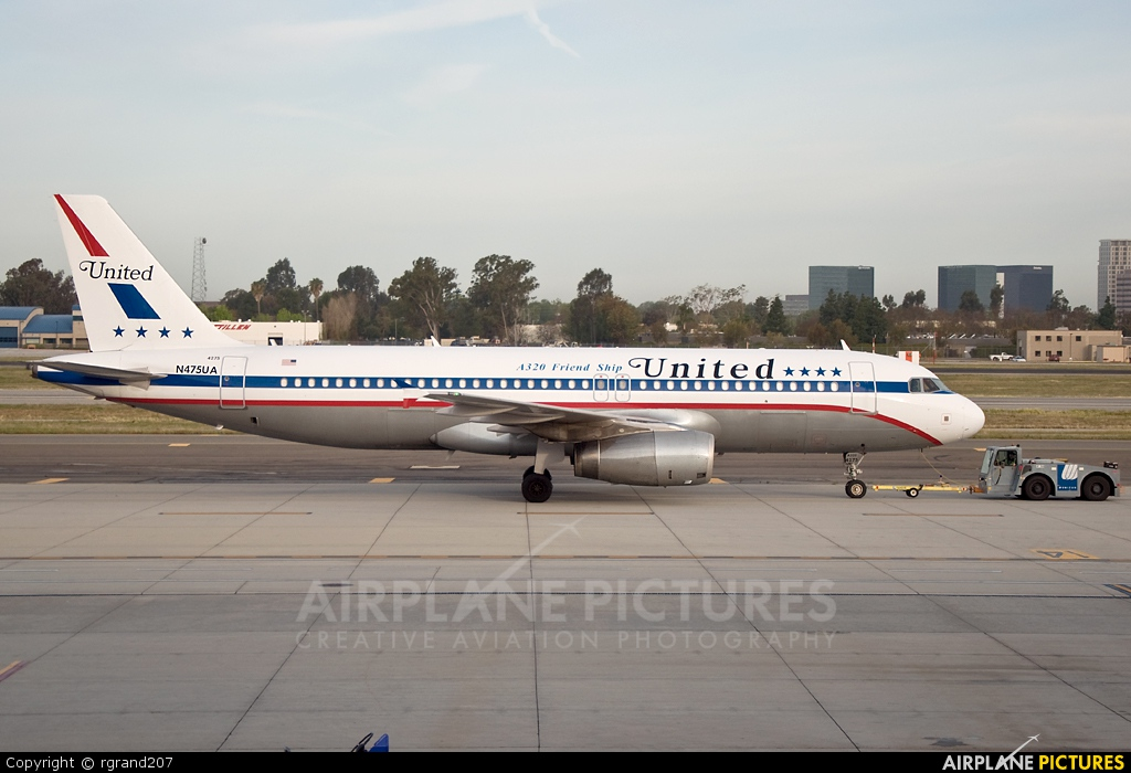 United Airlines N475UA aircraft at John Wayne, Orange county