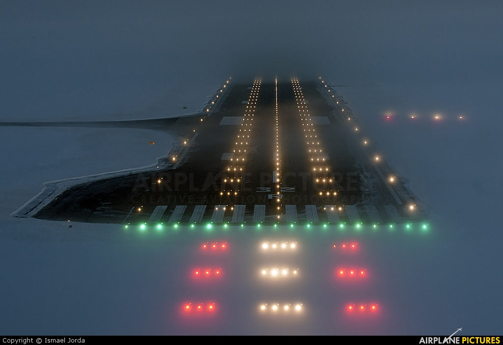 - Airport Overview - aircraft at Moscow - Domodedovo