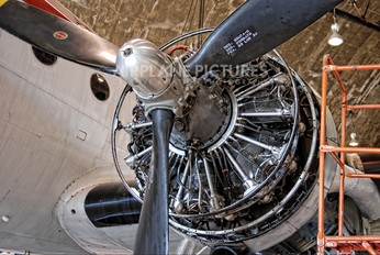 N500EJ - Private Douglas DC-4