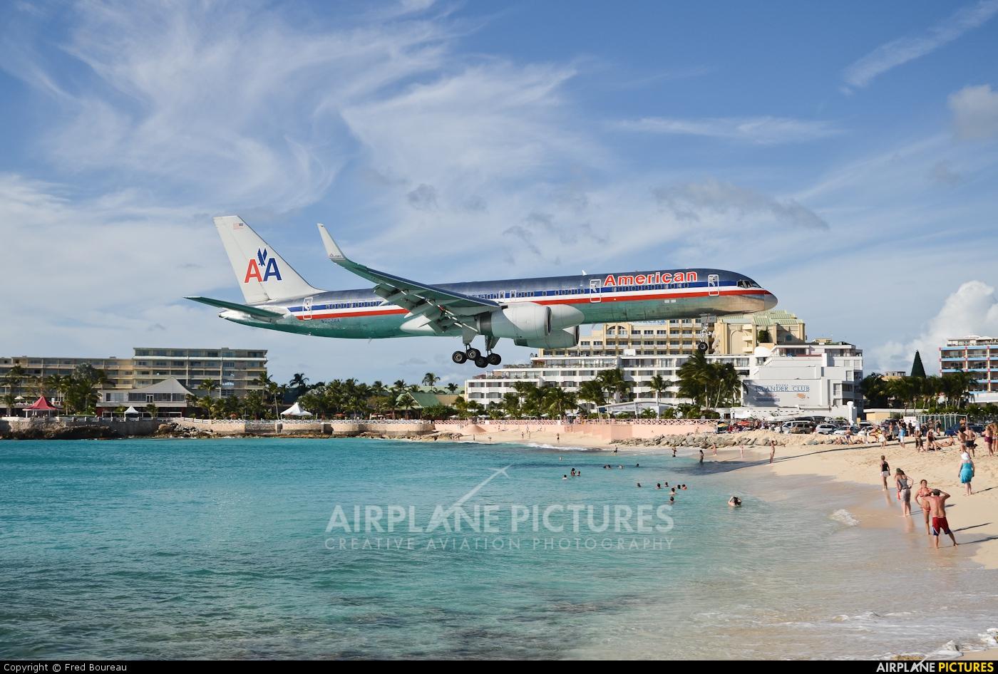 American Airlines N622AA aircraft at Sint Maarten - Princess Juliana Intl