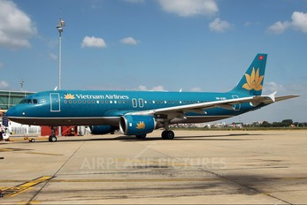 VN-A301 - Vietnam Airlines Airbus A320
