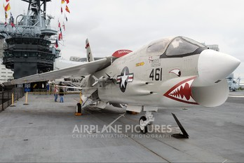147030 - USA - Navy Vought F-8K Crusader