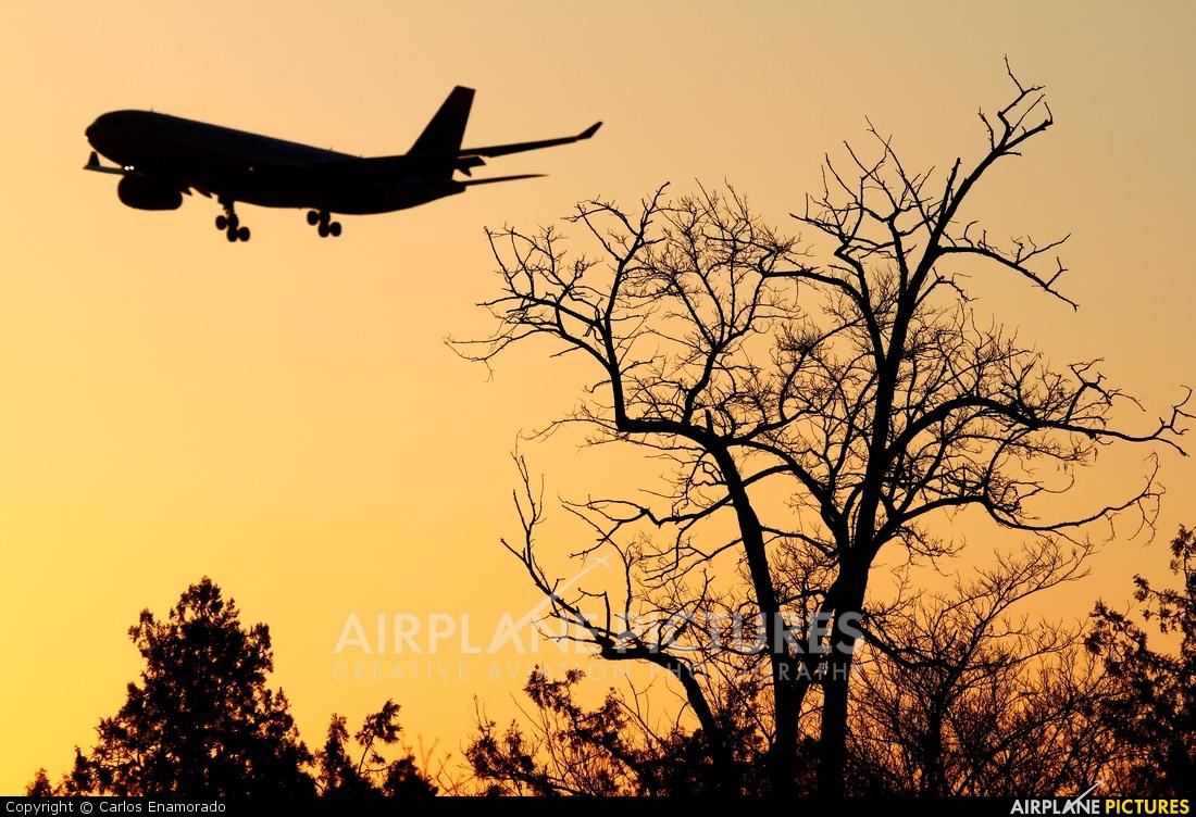 US Airways N285AY aircraft at Madrid - Barajas