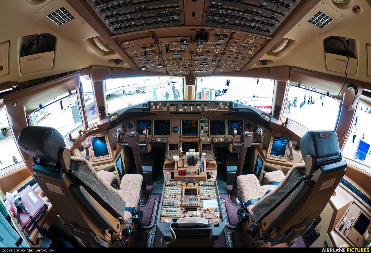 A7 bbh qatar airways boeing 777 200lr at paris le for Interieur qatar airways