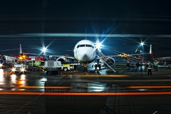 EI-DYM - Ryanair Boeing 737-800